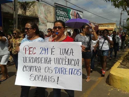 Manifestantes em Pedreiras (Foto: Ester Barreto)