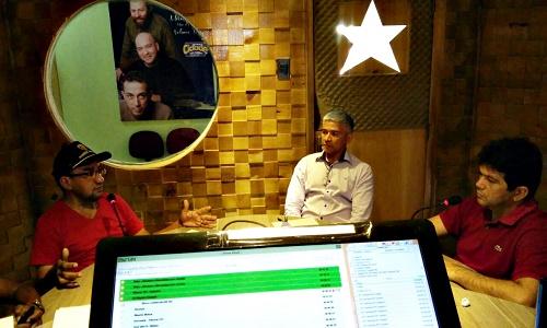 Paulo Maratá (E) Joaquim Filho (C) e Klebinho Branco (D) no estúdio da Rádio Cidade FM de Pedreiras