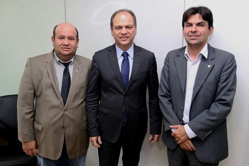 Prefeito Fred Maia, Ministro da Saúde Ricardo Barros e o Deputado Federal Victor Mendes (Foto: ASCOM TV)