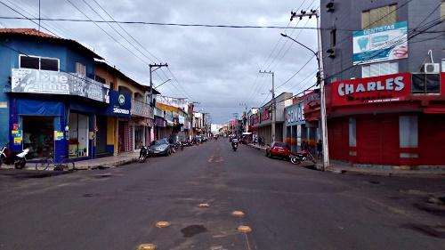 Avenida Rio Branco, centro comercial de Pedreiras (Foto: Sandro Vagner)