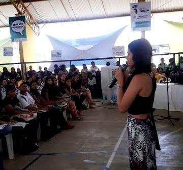 Aline, durante a revisão do ENEM, em Picos - PI (Foto: Divulgação)