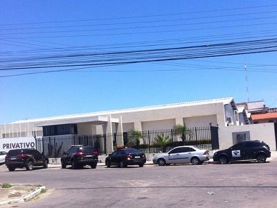 Polícia cumpre mandados de busca e apreensão em escritório da A3, em Fortaleza (Foto: G1)