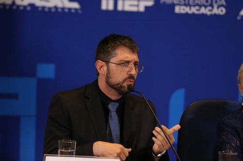 'Com a conclusão das provas, vamos cruzar dados, checar semelhanças de gabaritos', diz o delegado da PF Franco Perazzoni (Foto: André Dusek/Estadão)