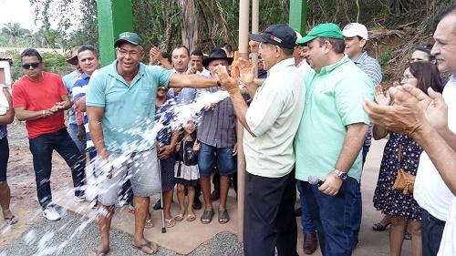 Momento da inauguração do poço/Foto: ASCOM