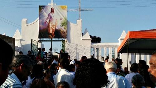 Missa no cemitério do Alto São José (Foto: Toconni e Sara Bsrreto)