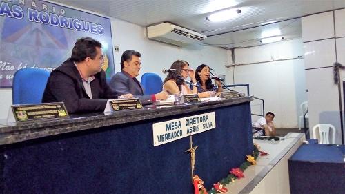 Vereador Paulinho SP, Pres. Robson Rios, Vereadora Cláudia Alencar e Ana Roberta (Pres. do SINDSERP)/Foto: Sandro Vagner