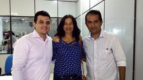 Vereador Éverson Veloso (Vice-prefeito eleito), ana Roberta (Pres, SINDSERP) e Vereador Antônio França (Prefeito eleito de Pedreiras)/Foto: Sandro Vagner