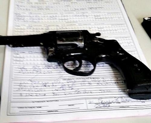 Revólver que estava em poder de Francisco/Foto: Polícia Civil de Pedreiras