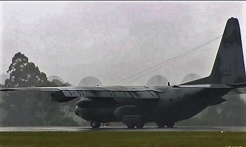 O primeiro avião com os corpos das vítimas da queda do voo da Chapecoense chega a Chapecó - Reprodução